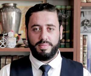 خطاط ساعة مكة: ملايين الحجاج يشاهدون عملي كل عام