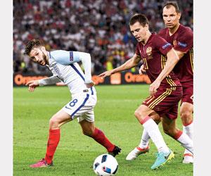 روسيا تسعى للاقتراب من التأهل وسلوفاكيا للبقاء
