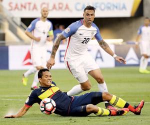كولومبيا تتطلع لخطف بطاقة ربع النهائي