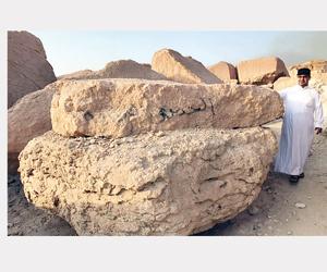 صخرة رنانة تثير دهشة مغامري جبل القارة