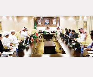 مركز الملك سلمان يؤهل 45 شابا يمنيا  ويجهز مستشفى