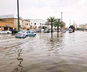 أمطار المدينة تحتجز 111 شخصا وتغلق 6 طرق