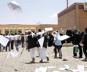 مسؤول حوثي يعترف بإرهاب الانقلابيين والقيادات تتهم