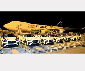 الخطوط السعودية تنقل 58 سيارة و220 طنا تجهيزات للس