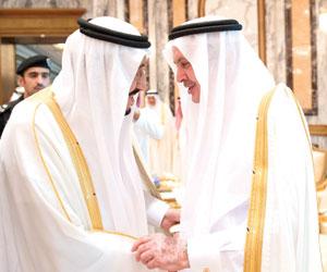 الملك سلمان يستقبل سلام والحريري والمهنئين بالعيد