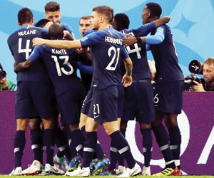رأسية أومتيتي تقود فرنسا لنهائي المونديال