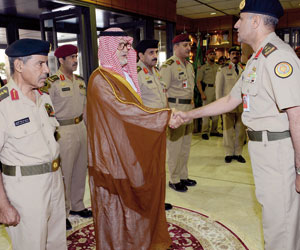 نائب وزير الدفاع يزور قيادة القوات البرية