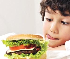 الوجبات السريعة تسبب تراكم الدهون على كلى الأطفال
