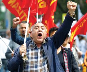 تراجع الحزب الحاكم ينعش توحد المعارضة التركية