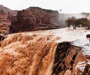 احتجاز مركبات والتماسات كهربائية بسبب الأمطار