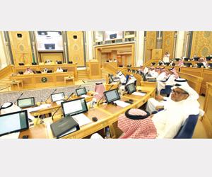 الشورى يناقش تقرير وزارة الدفاع ويطالب بالتأمين ال
