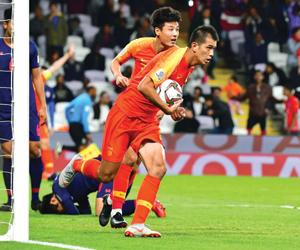 الصيني زياو يدخل تاريخ الكرة الآسيوية