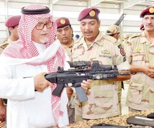 نائب وزير الدفاع يتفقد وحدات الأسطول الشرقي