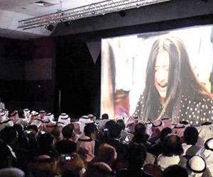 أكبر شركات عروض الأفلام الهندية تعزز علامتها بدخول