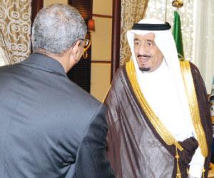 ولي العهد يستعرض العلاقات مع وزير دفاع جيبوتي