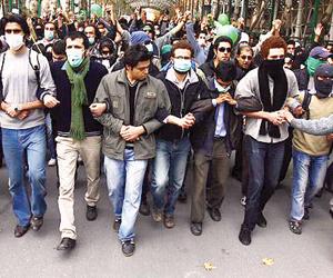 الاحتجاجات والغضب الإقليمي يحاصران نظام الملالي وي