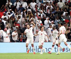 الإمارات تقصي حاملة اللقب وتتأهل إلى نصف نهائي