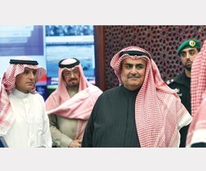 وزير الخارجية البحريني يزور المتحف الوطني