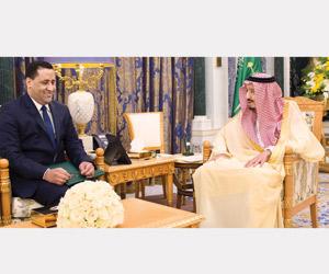 خادم الحرمين يتسلم رسالة من الرئيس الموريتاني
