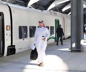 سعودي قاد أول رحلة تشغيلية للقطار فائق السرعة بين