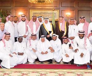 فهد بن سلطان يستقبل مدربي  ونجوم الأخضر السابقين