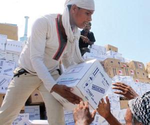 الميليشيات تمنع تصاريح الإغاثة وتحصرها بجمعياتها
