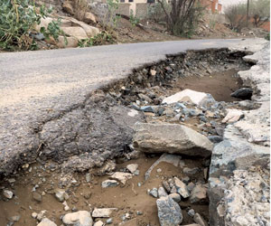 أمطار غامد الزناد تحتجز أهالي 20 قرية