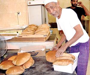 بارزيق.. 70 عاما يصنع الخبز بـ
