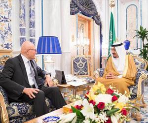 خادم الحرمين يبحث مع رئيس وزراء لبنان مستجدات الأو