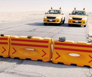 """""""بحيرة الأصفر"""" تغلق طريق """"العقير"""".. و""""طوارئ"""" بـ""""ري ..."""