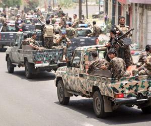 الحوثيون يحتمون بالخنادق وحاويات النفايات بالحديدة