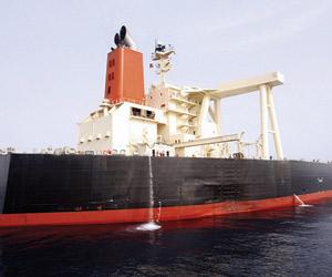 البحرية الأميركية: مستعدون لحماية الملاحة بمضيق هر