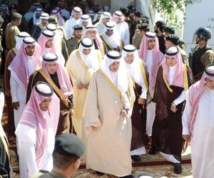 الفيصل يدشن ويطلع على مشاريع الـ3.5 مليارات ريال ب