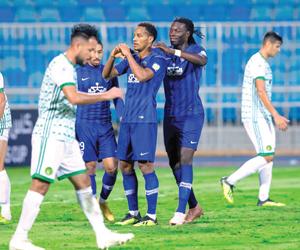 الهلال يضع قدما في ربع النهائي العربي