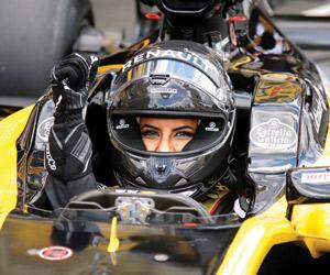 سعودية تقود سيارة Formula 1