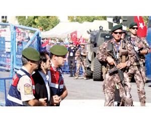 تركيا تنهي الطوارئ بالاعتقالات وتجريم تجمعات الليل