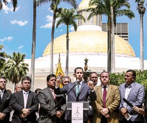واشنطن تتمسك بالعقوبات لكسب مصالحها بفنزويلا