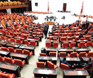 تعجيل الانتخابات يخلط أوراق المنافسة الحزبية الترك