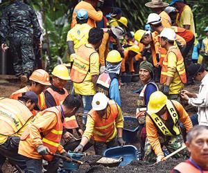 أمطار تهدد مهمة إنقاذ فريق للناشئين داخل كهف في تا