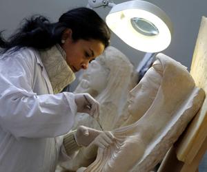 علماء يرممون آثار تدمر السورية