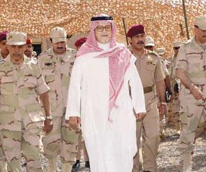 نائب وزير الدفاع يتفقد القوات المسلحة بالمنطقة الج