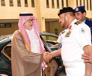 نائب وزير الدفاع يزور قيادتي القوات الجوية والبحري