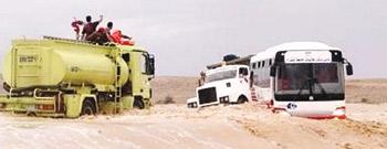 الدفاع المدني ينقذ 335 شخصا من السيول