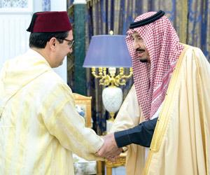 الملك يتسلم رسالة من العاهل المغربي