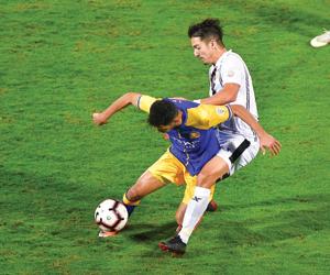 النصر يحتج على طرد لاعبه