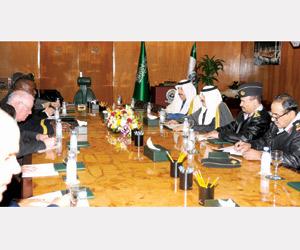 متعب بن عبدالله يستعرض التعاون مع قائد القيادة الم