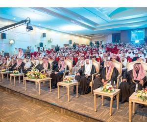 أمير القصيم يدشن مشروعات بـ600 مليون لتنمية عيون ا