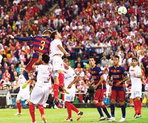 إشبيلية يستضيف برشلونة في خطوة السوبر الأولى