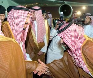 خادم الحرمين يصل الرياض قادما من المدينة المنورة