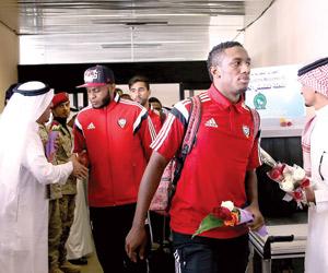 الإماراتي يصل.. و7 طائرات تنقل جماهيره
